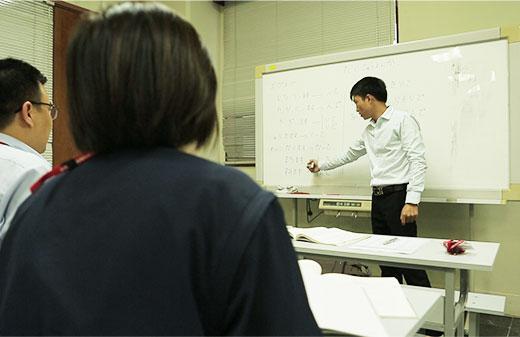 Đào tạo ngoại ngữ (tiếng Nhật/tiếng Anh)